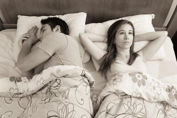 Sleeping-awake-How-to-overcome-insomnia-loxdoc